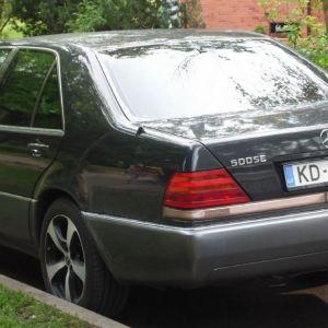 Pārdod Mercedes S-klasi. Automašīnas stāvokli var redzēt fotoattēlā.
