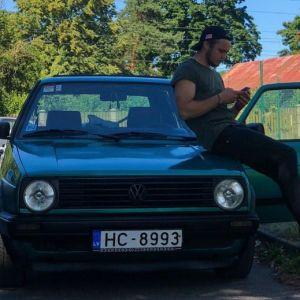 Šīs automašīnas īpašnieks ir mans lieliskais draugs un ļoti laba persona.